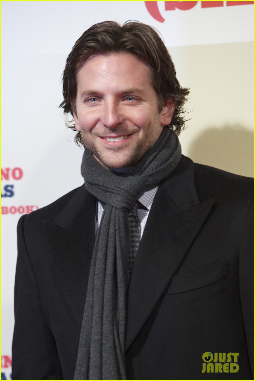 bradley cooper permed his hair for new david o russell film 072793291
