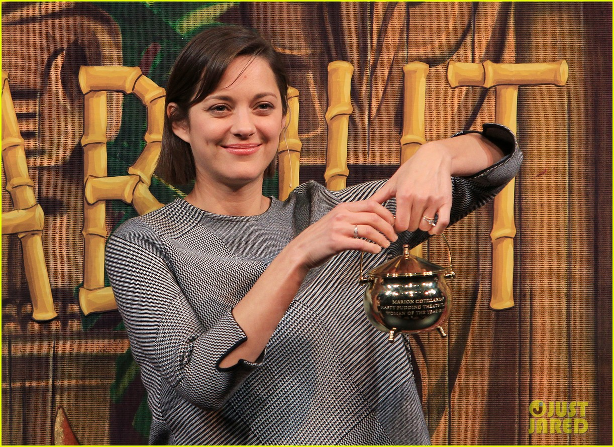 marion cotillard hasty pudding woman of the year 2013 022802155