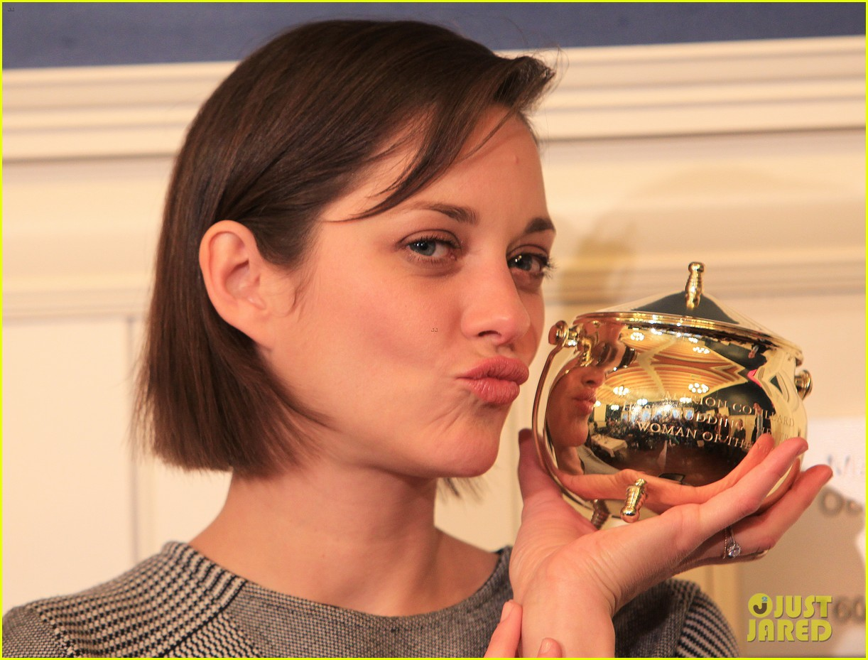 marion cotillard hasty pudding woman of the year 2013 042802157