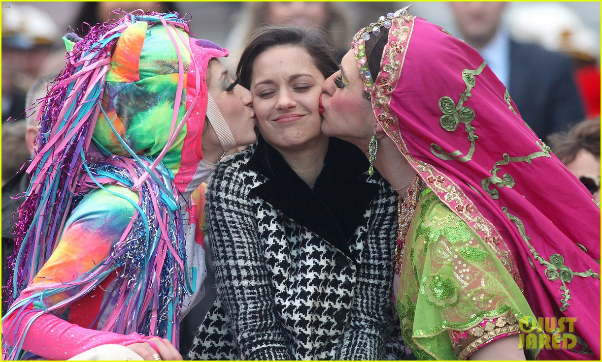 marion cotillard hasty pudding woman of the year 2013 06