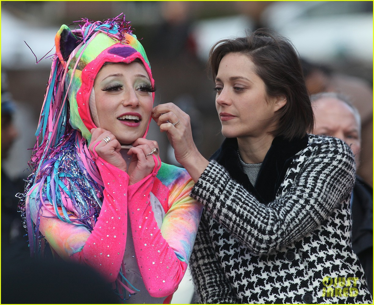 marion cotillard hasty pudding woman of the year 2013 102802163