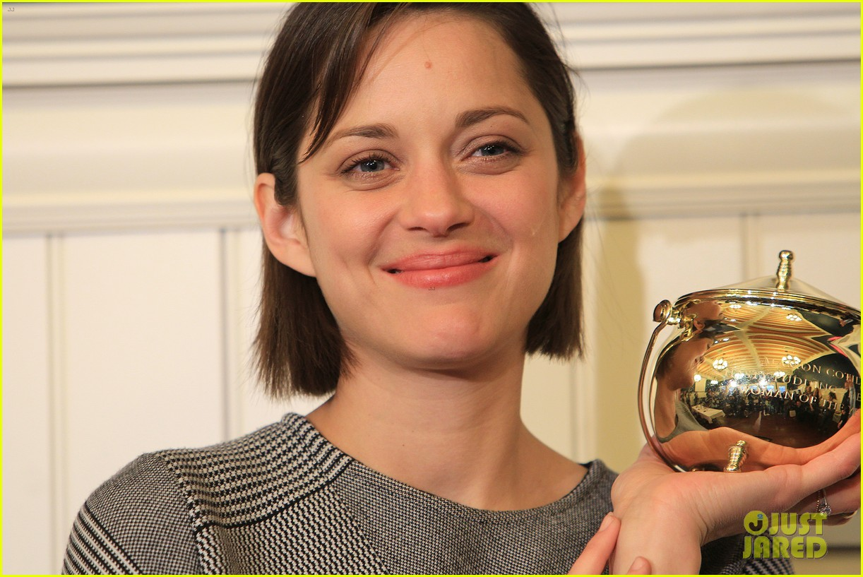 marion cotillard hasty pudding woman of the year 2013 132802166