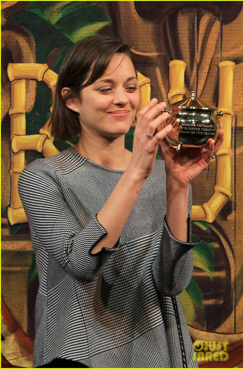 marion cotillard hasty pudding woman of the year 2013 14