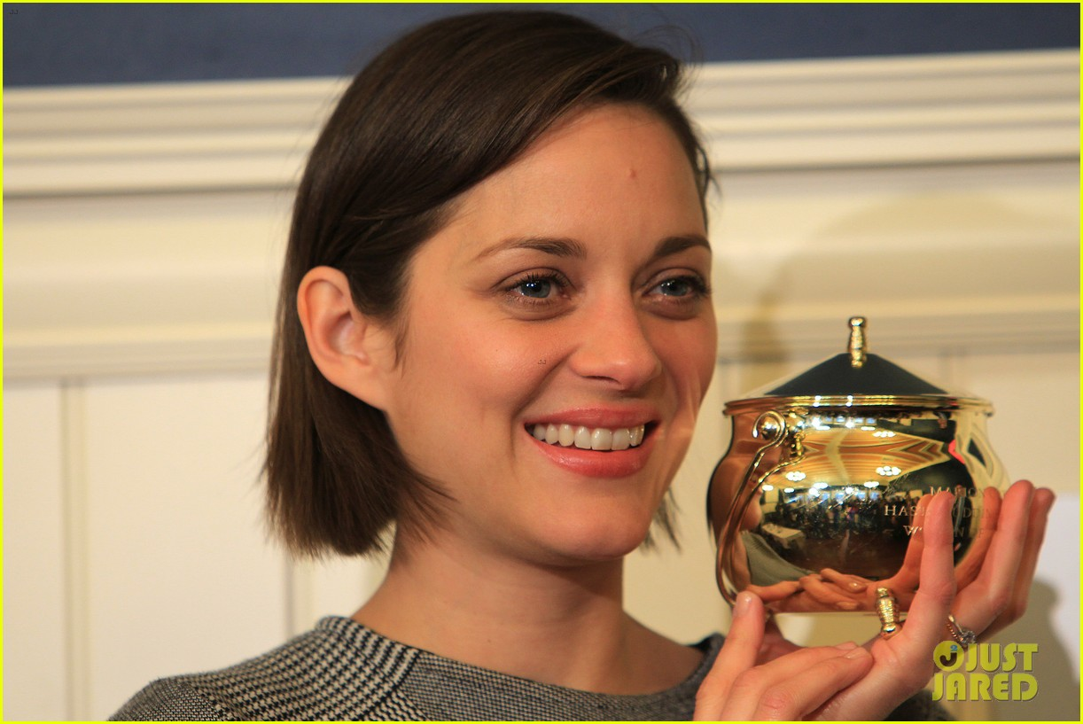 marion cotillard hasty pudding woman of the year 2013 172802170