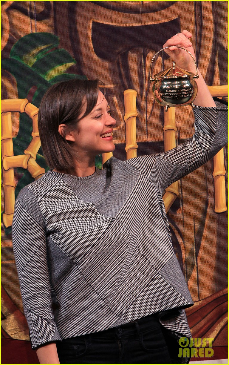 marion cotillard hasty pudding woman of the year 2013 182802171