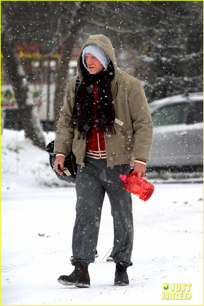 daniel craig rachel weisz snowy stroll in nyc 022800262