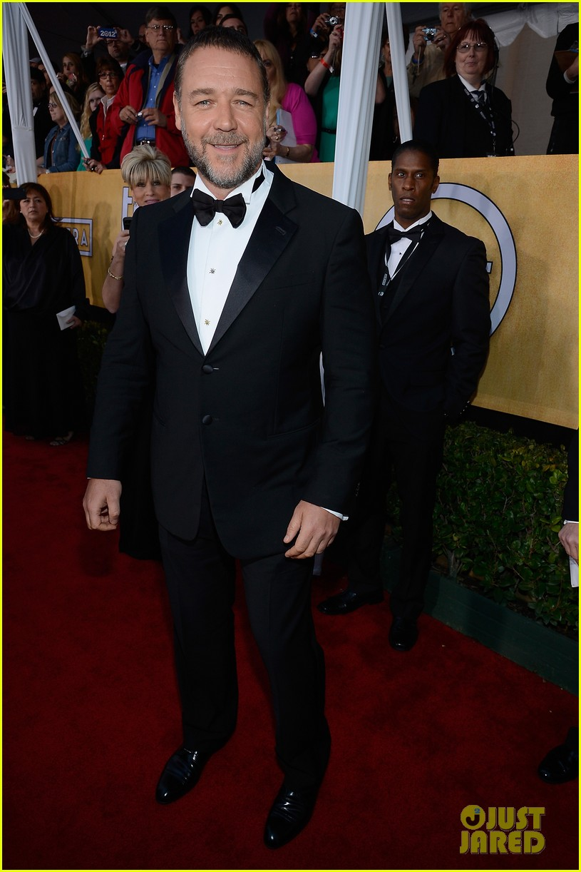 russell crowe sacha baron cohen sag awards 2013 08