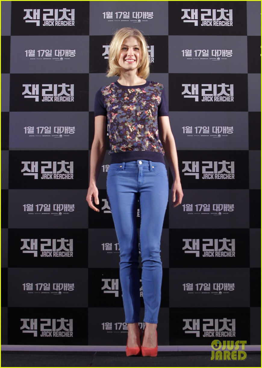 tom cruise rosamund pike jack reacher seoul photo call 032788098