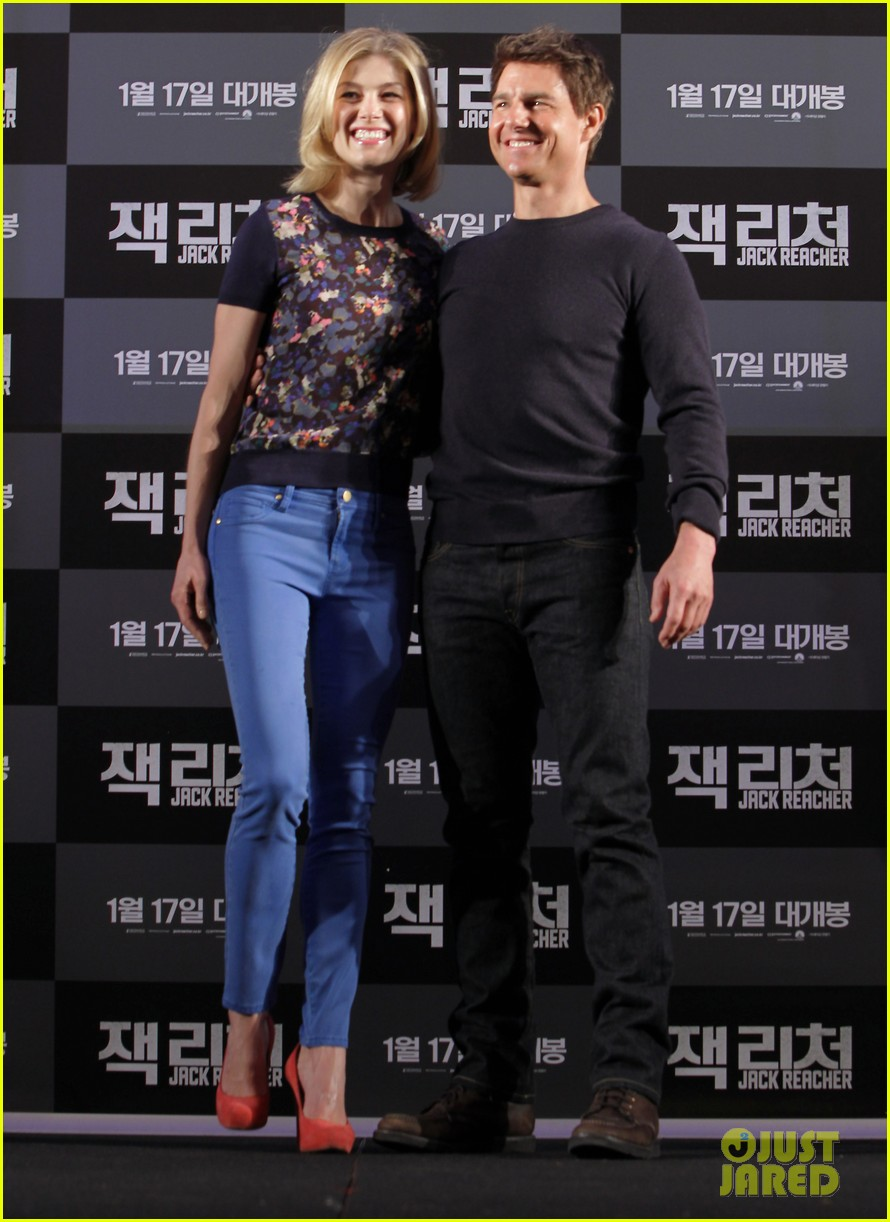 tom cruise rosamund pike jack reacher seoul photo call 052788100
