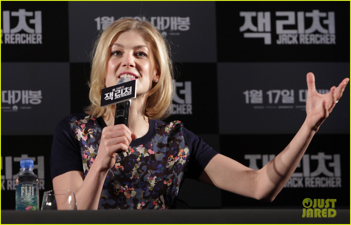 tom cruise rosamund pike jack reacher seoul photo call 252788120