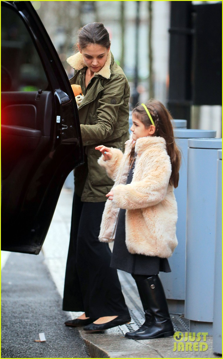katie holmes shake shack with suri 01