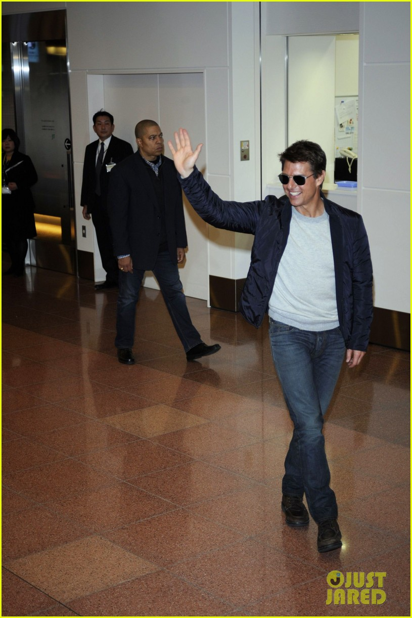 tom cruise warm welcome in tokyo 012787108
