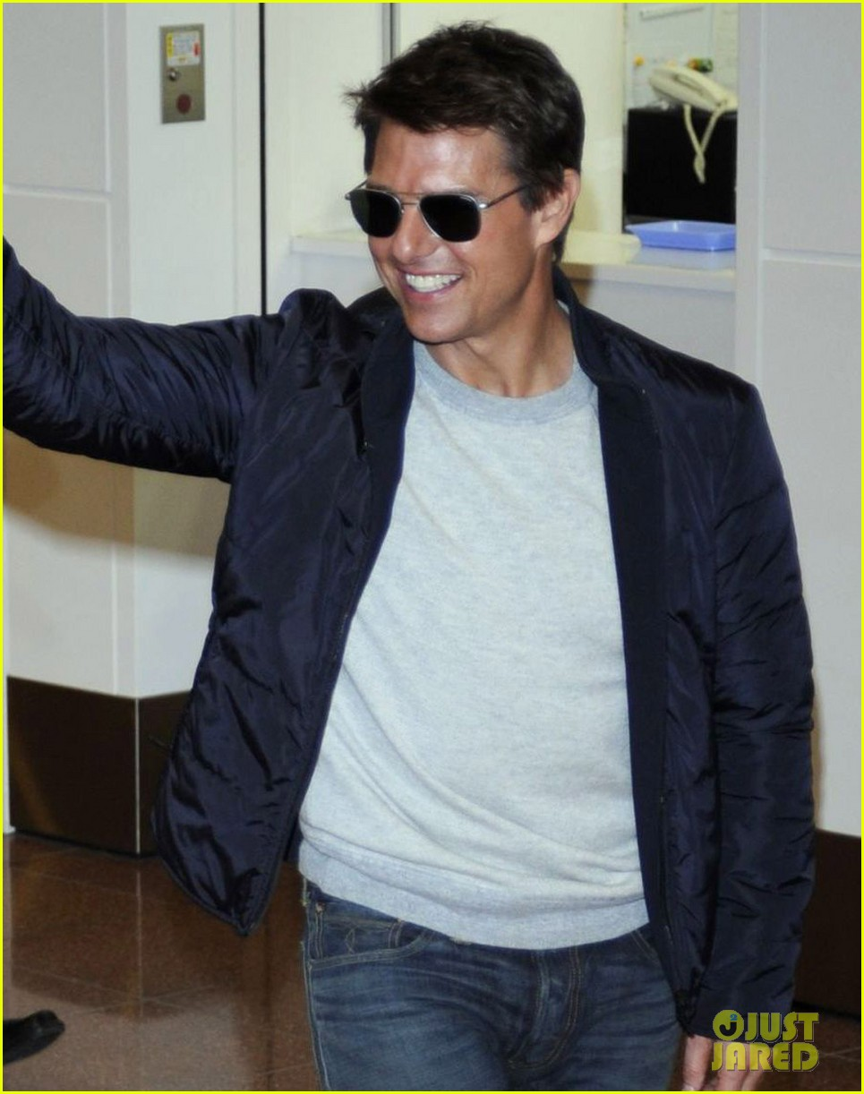 tom cruise warm welcome in tokyo 032787110