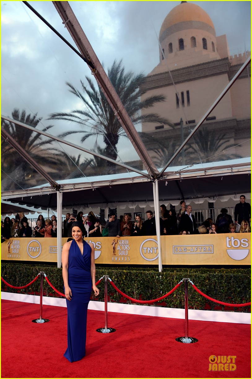 kaley cuoco jordin sparks sag awards 2013 red carpet 062799931