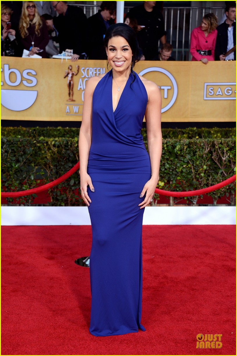 kaley cuoco jordin sparks sag awards 2013 red carpet 092799934