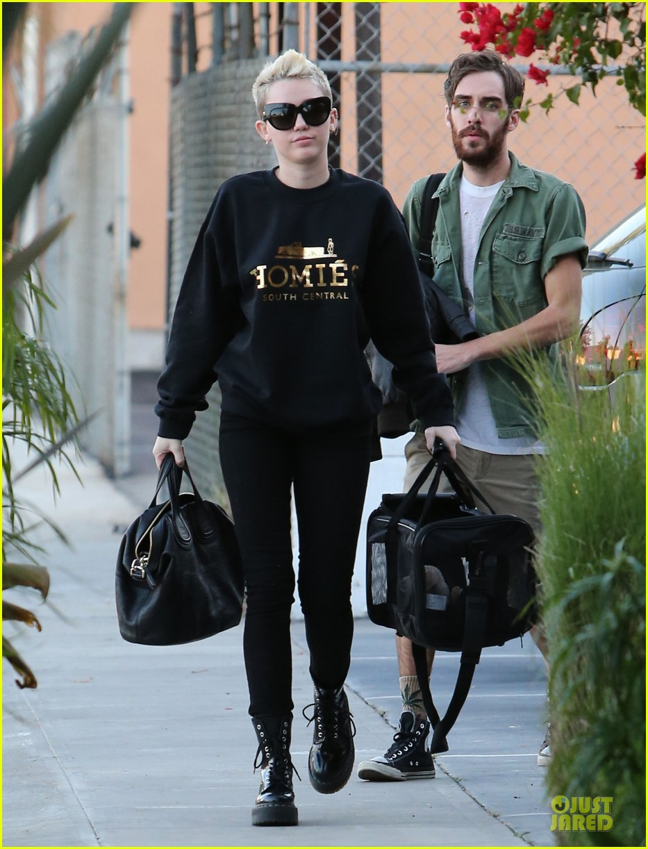 miley cyrus recording studio session with pet pooch bean 012784916