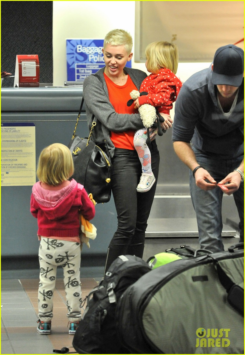 miley cyrus liam hemsworth take flight with the family 012792146