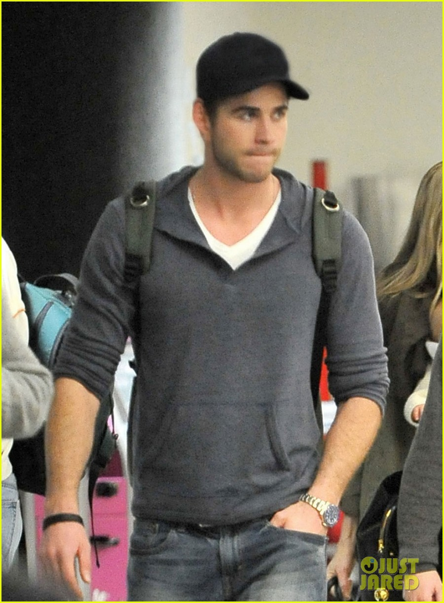 miley cyrus liam hemsworth take flight with the family 042792149