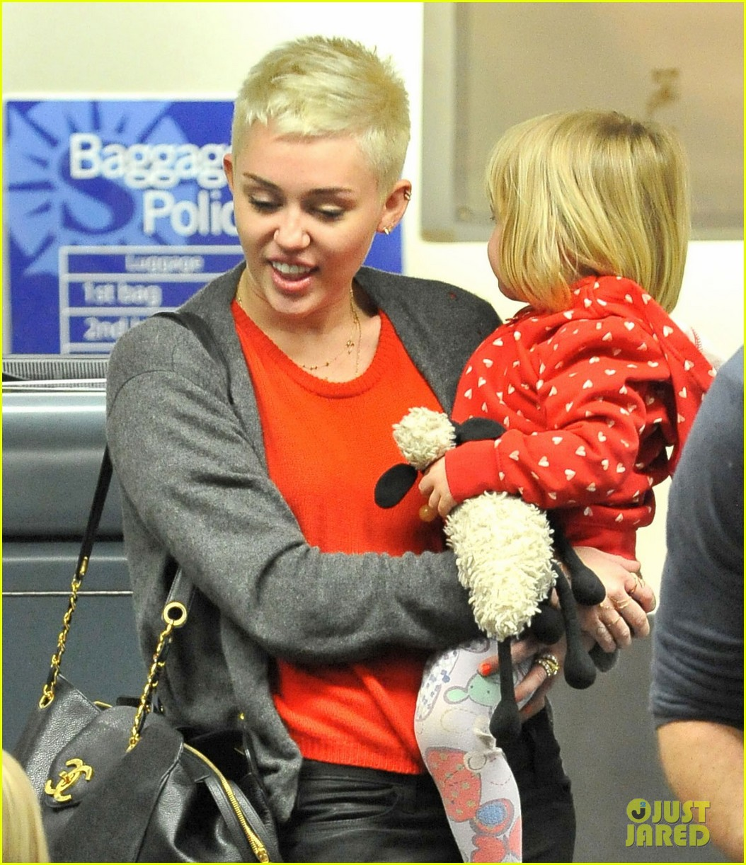 miley cyrus liam hemsworth take flight with the family 052792150