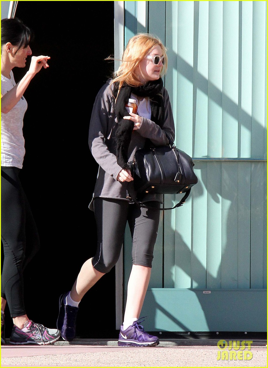 dakota fanning healthy juice after workout 062789771