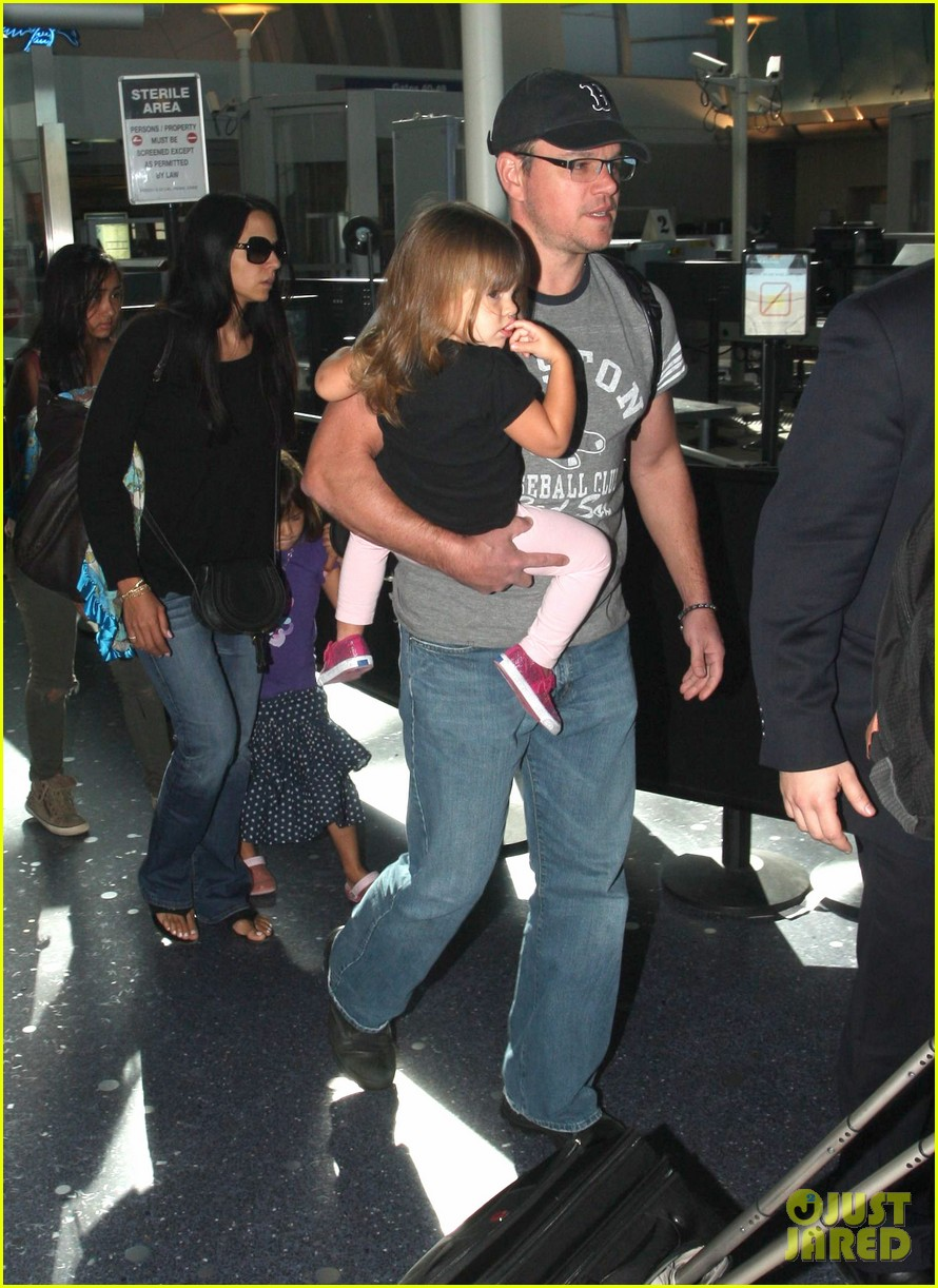 matt damon family lax arrival 012784648