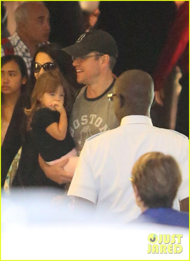 matt damon family lax arrival 04