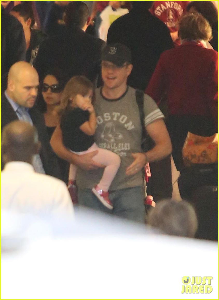 matt damon family lax arrival 112784658