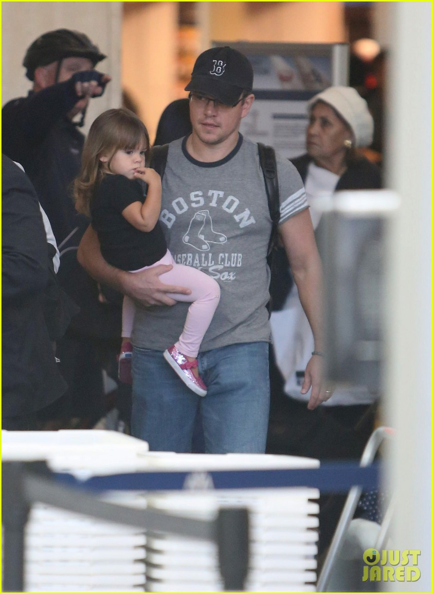 matt damon family lax arrival 13