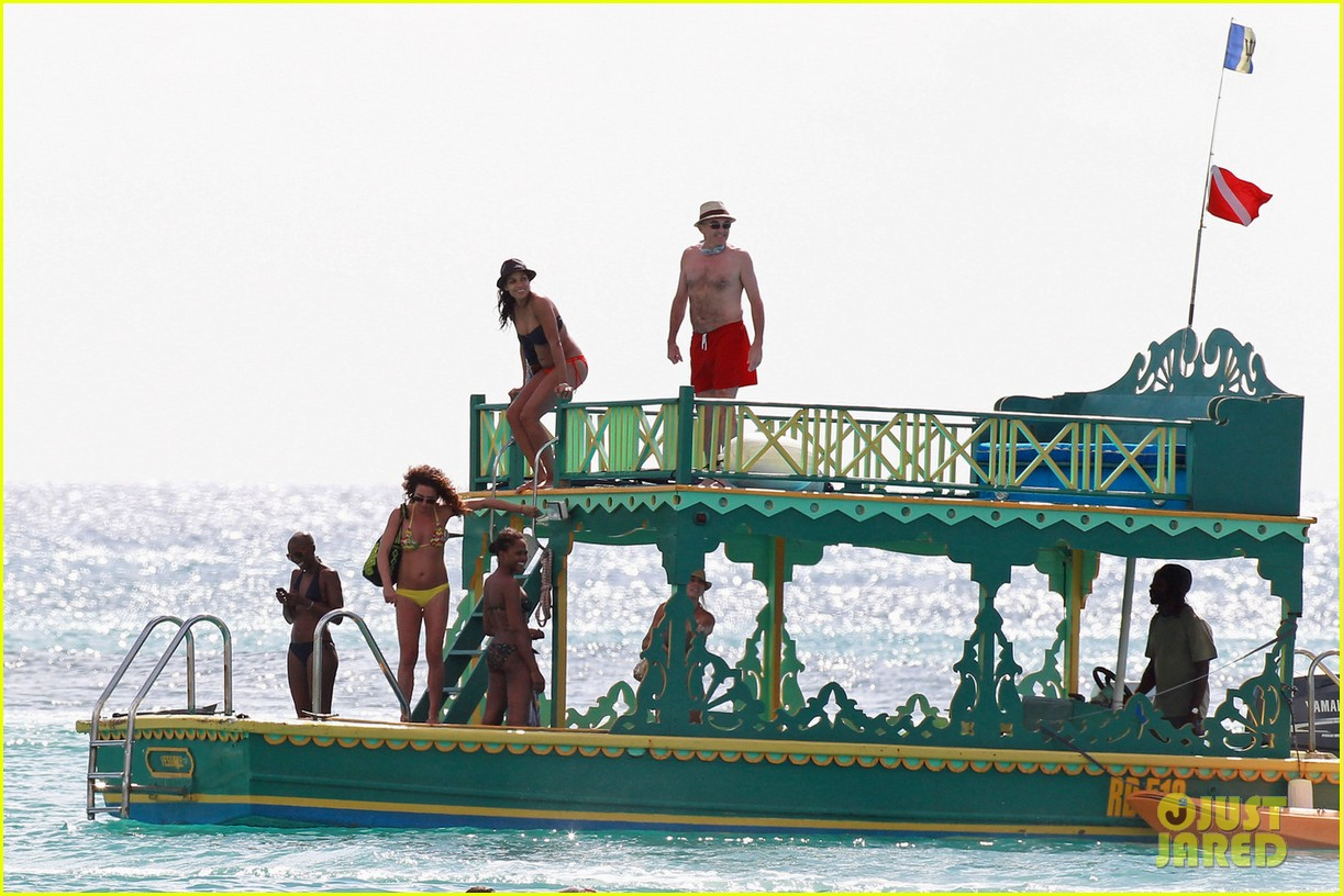 rosario dawson barbados bikini babe with shirtless danny boyle 042786255