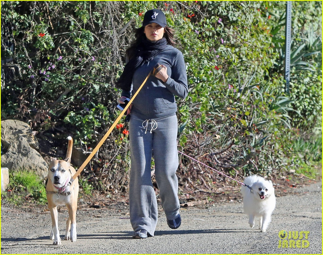 jenna dewan shows off growing baby bump on dog walk 202789765