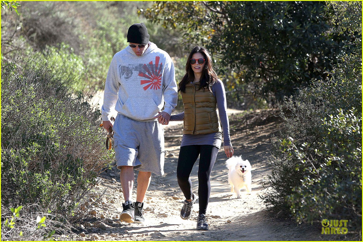 pregnant jenna dewan channing tatum hiking with the dogs 152792921