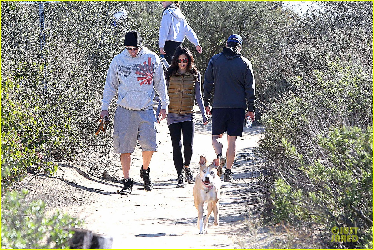 pregnant jenna dewan channing tatum hiking with the dogs 17