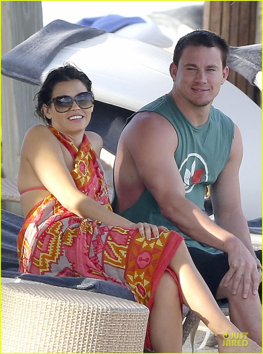 pregnant jenna dewan & channing tatum st barts kissing pair 04