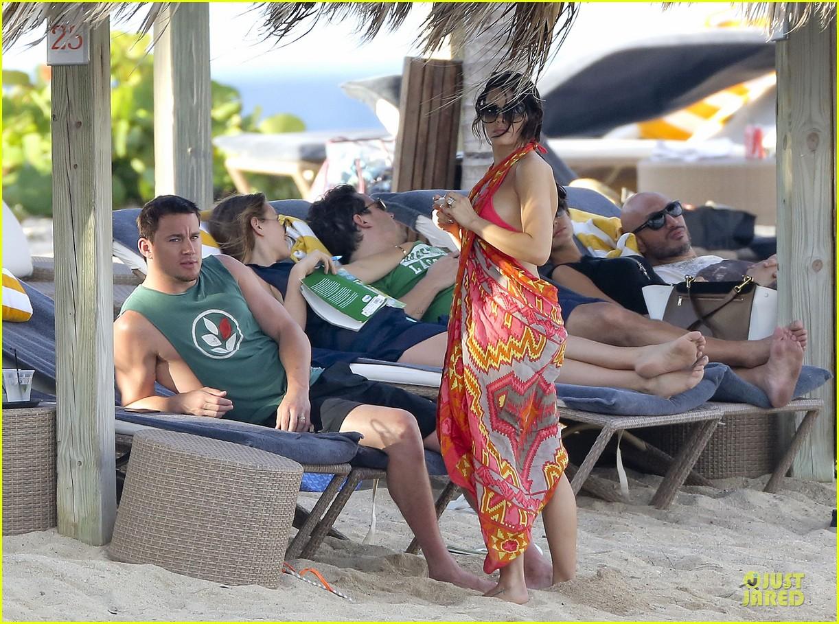 pregnant jenna dewan & channing tatum st barts kissing pair 10
