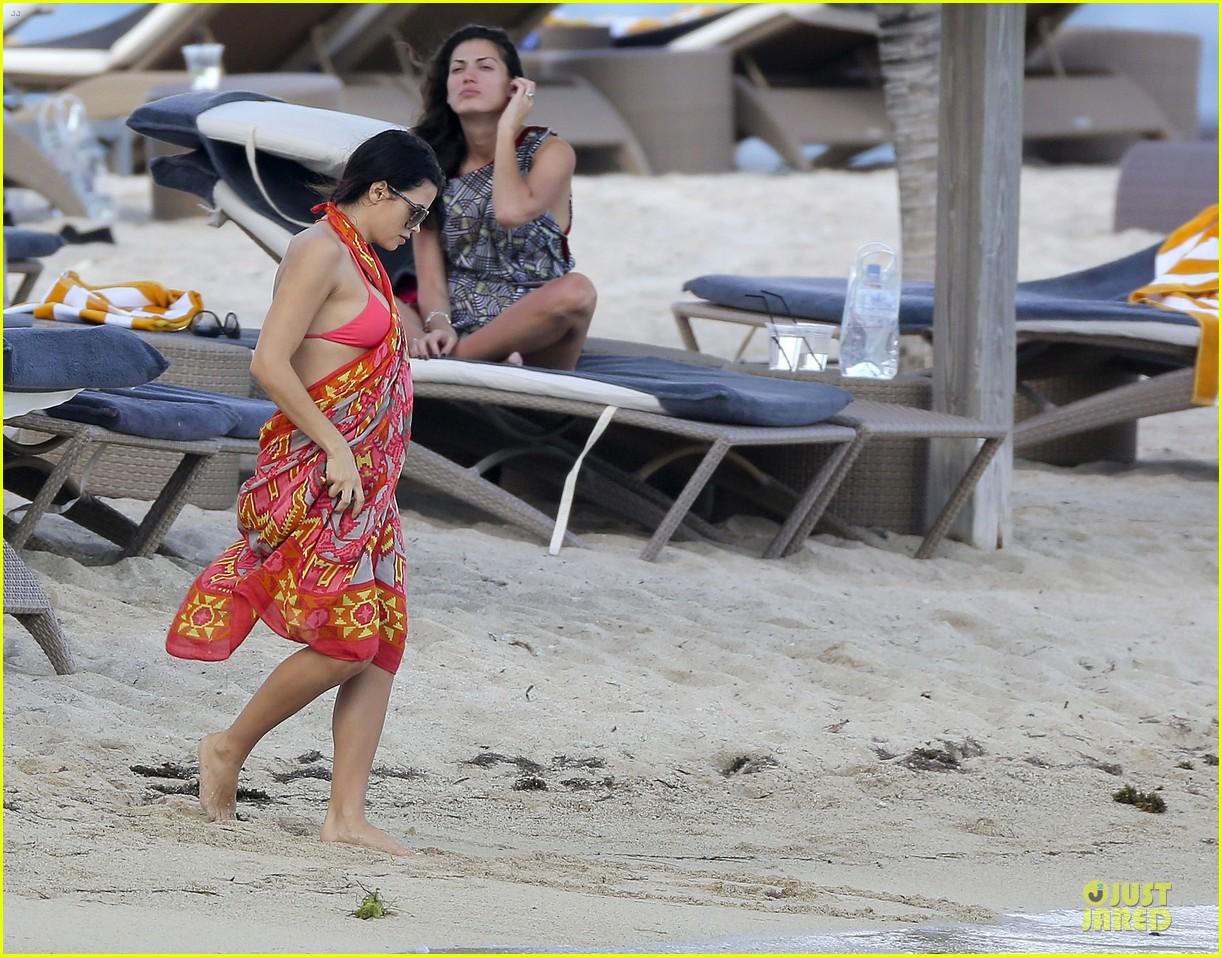 pregnant jenna dewan & channing tatum st barts kissing pair 162783246