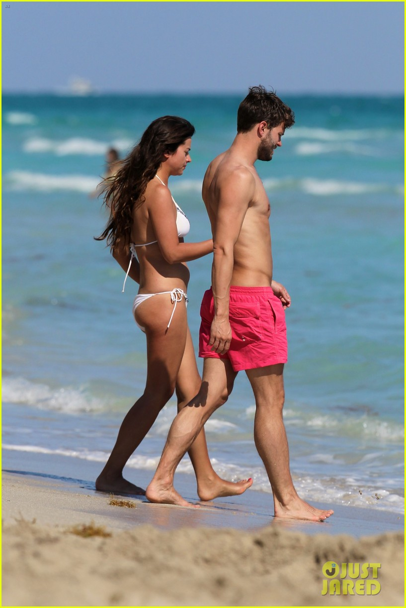 once upon time jamie dornan shirtless in miami 032800250