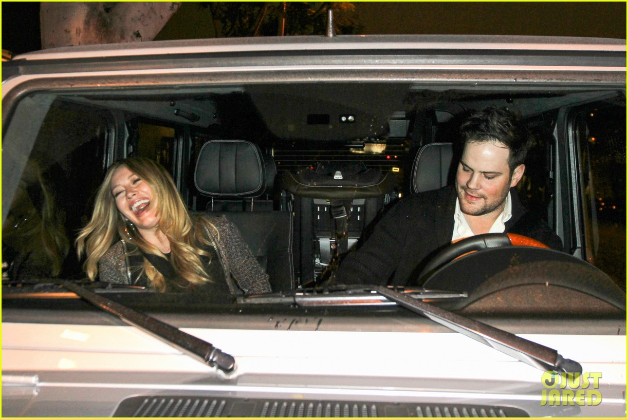 hilary duff mike comrie madeo dinner couple 082799525