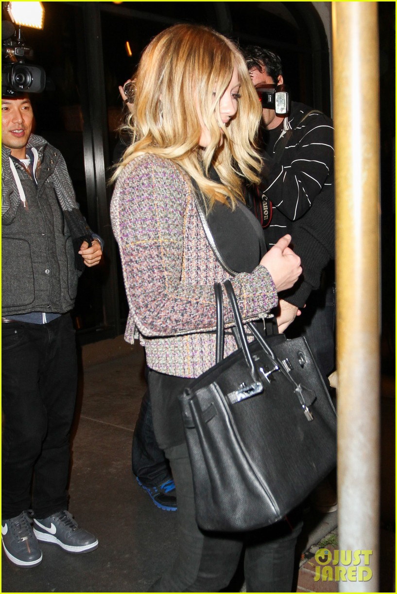 hilary duff mike comrie madeo dinner couple 102799527