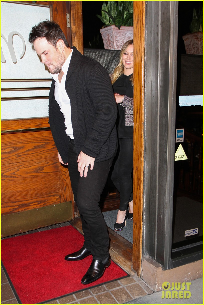 hilary duff mike comrie madeo dinner couple 112799528