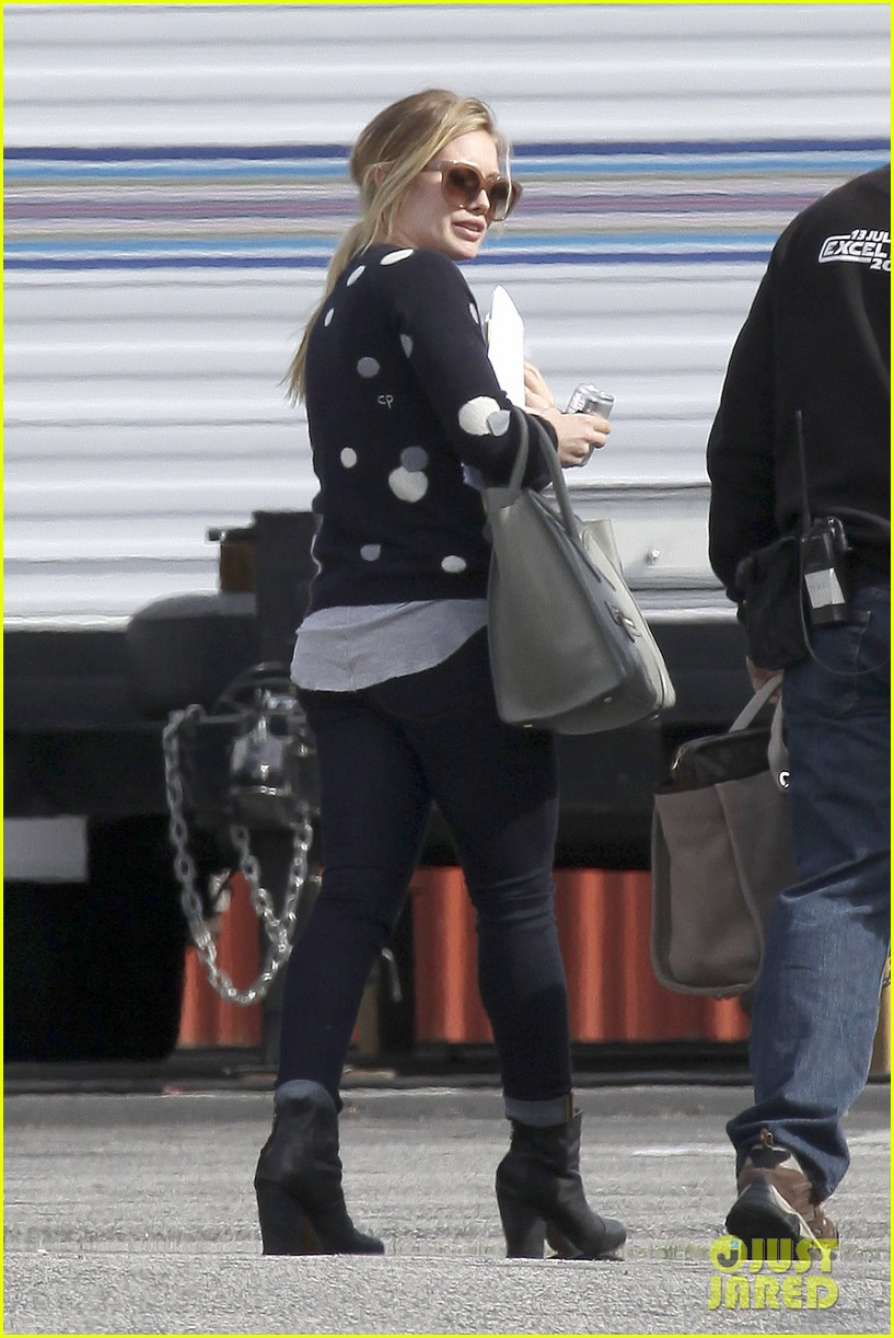 hilary duff raising hope set 132801415