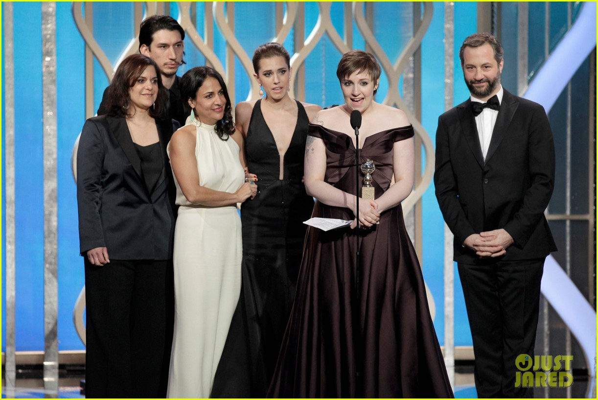lena dunham girls wins best comedy series at golden globes 2013 022791341