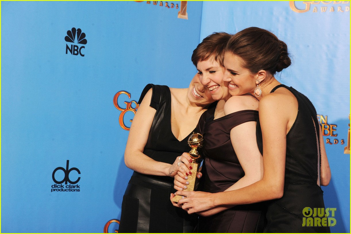 lena dunham girls wins best comedy series at golden globes 2013 14