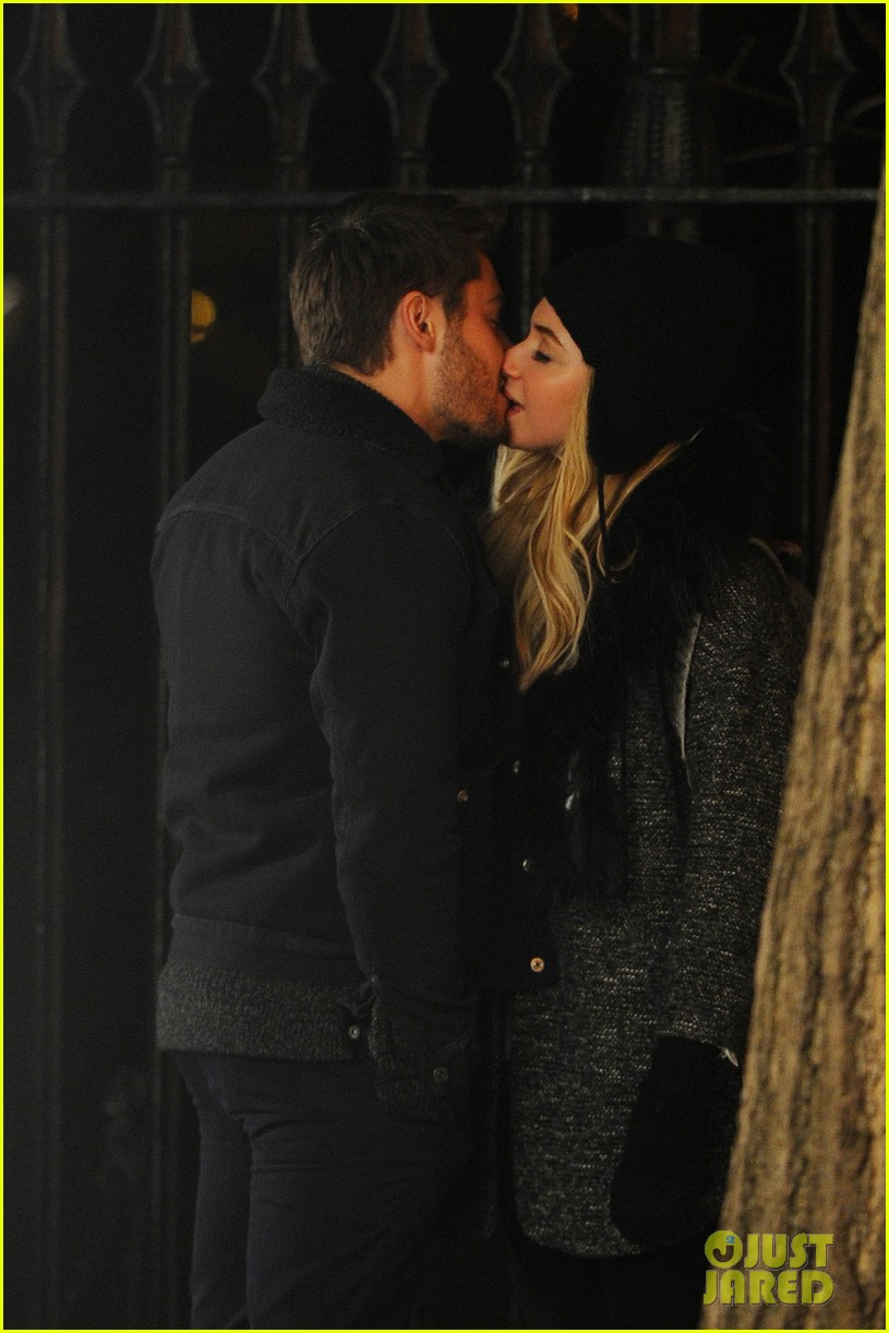 zac efron imogen poots kiss kiss for dating 032786723