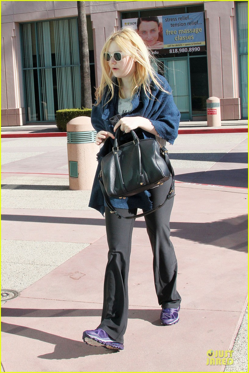 dakota fanning very good girls screens at sundance next week 05