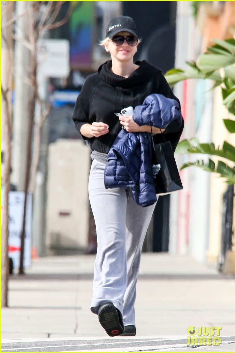 anna faris allison janney joins mom pilot in mother role 192801645