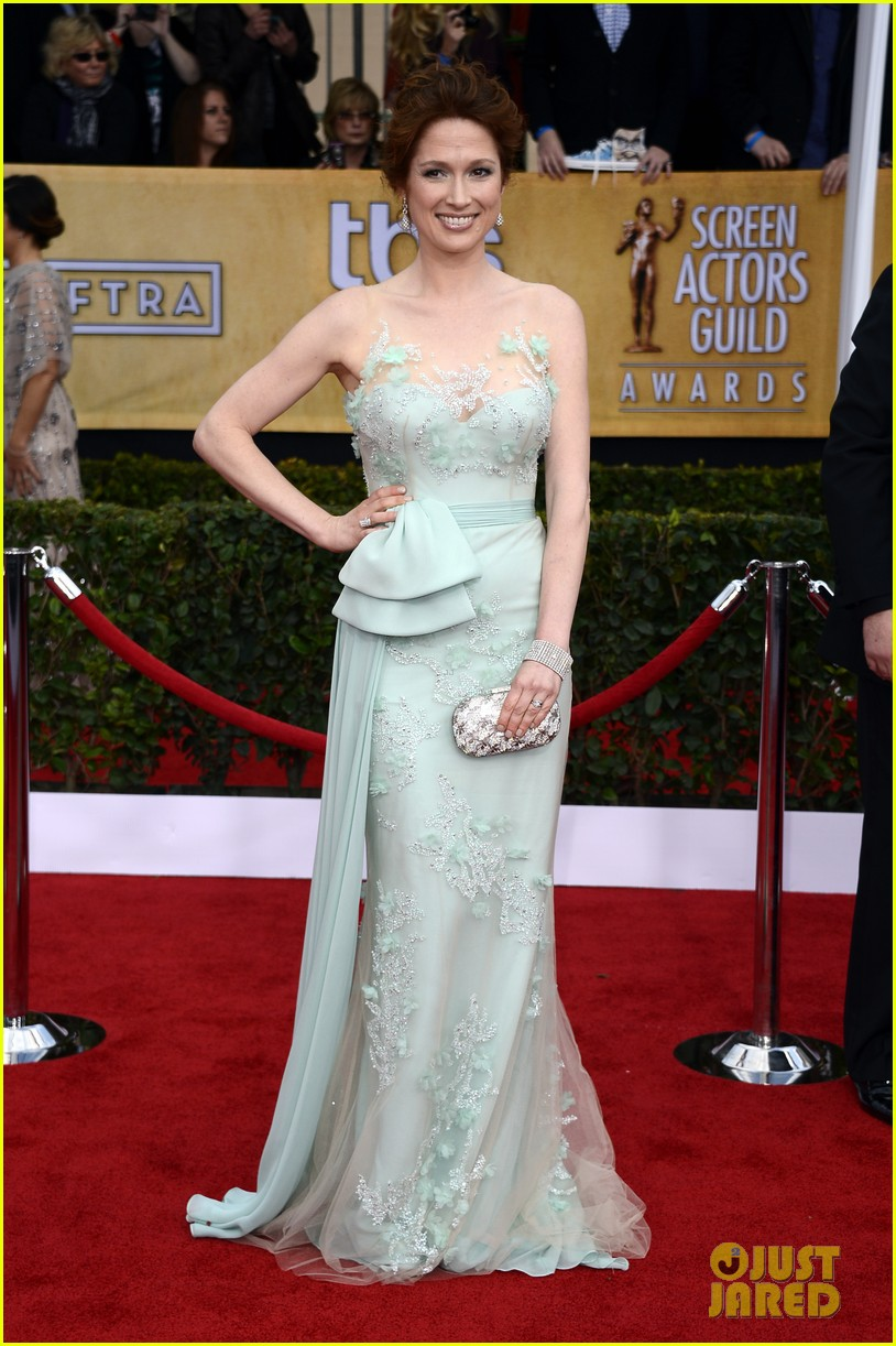 jenna fischer ellie kemper sag awards 2013 red carpet 08