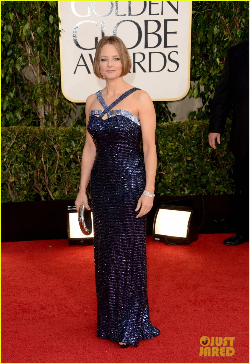 jodie foster golden globes 2013 red carpet 03