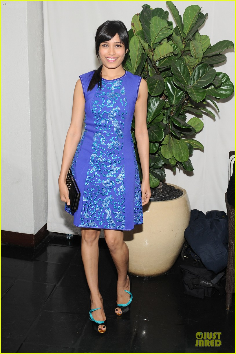 freida pinto dev patel w magazine pre golden globes party 05