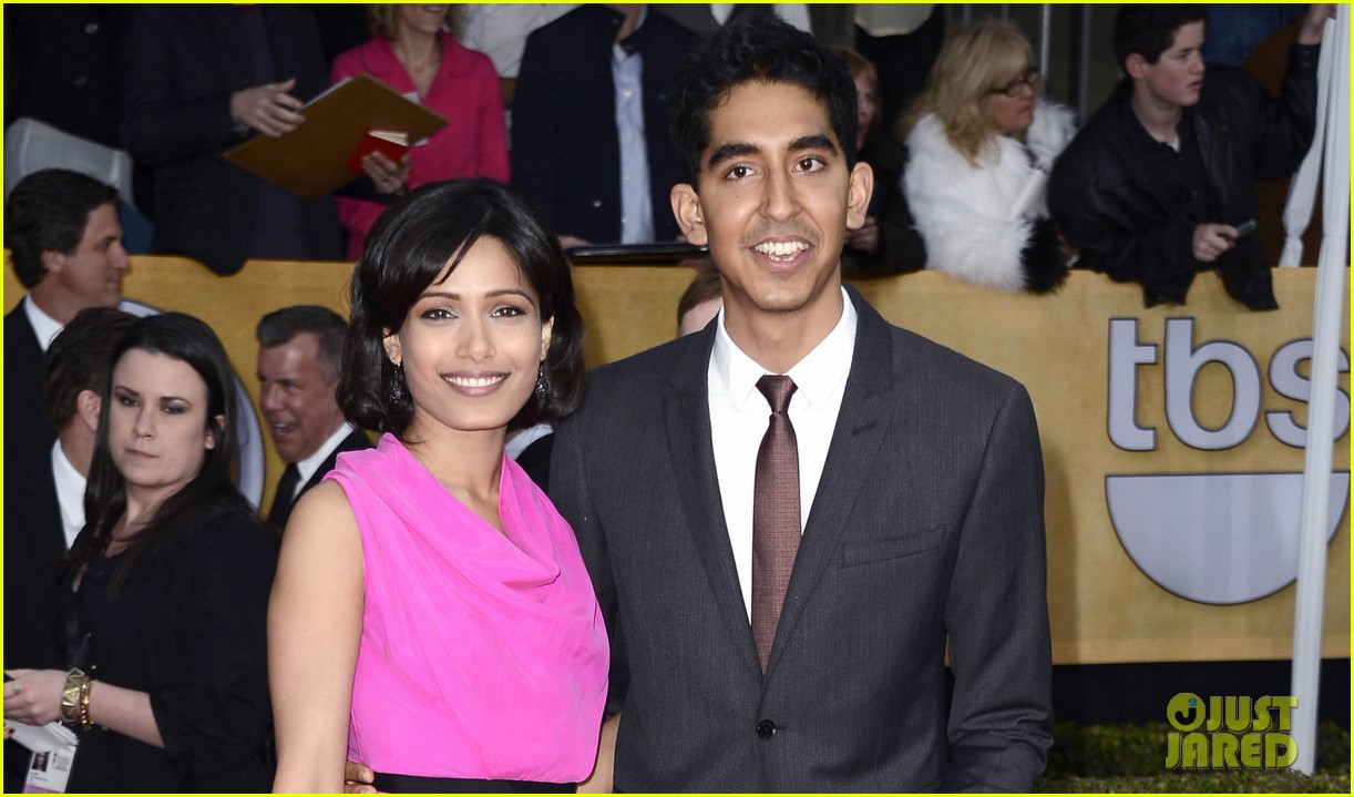 freida pinto dev patel sag awards 2013 red carpet 02