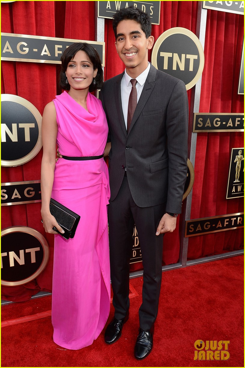 freida pinto dev patel sag awards 2013 red carpet 05